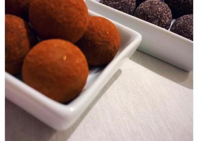 Truffes à la violette et Truffes au caramel beurre salé
