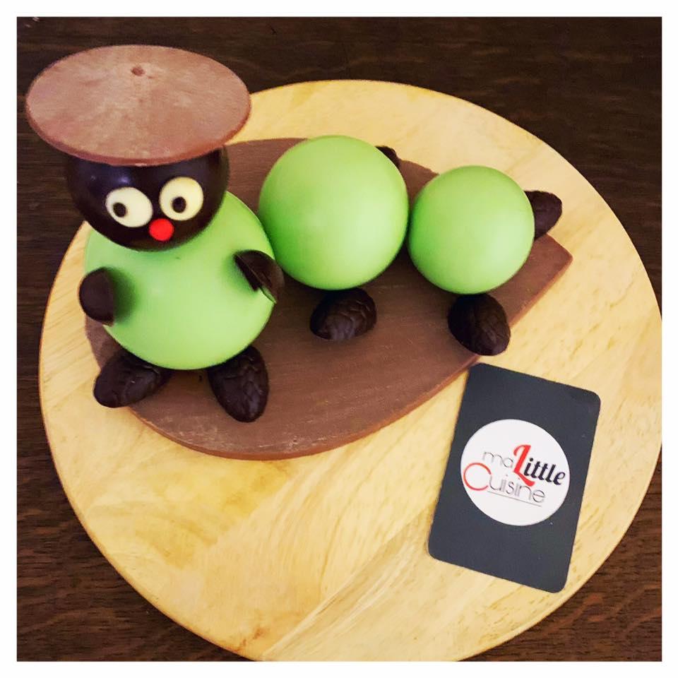 Premier montage : une chenille toute ronde et toute en chocolat