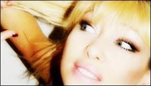 cette chanteuse chartroise Carolynesky produit son premier Album avec des internautes