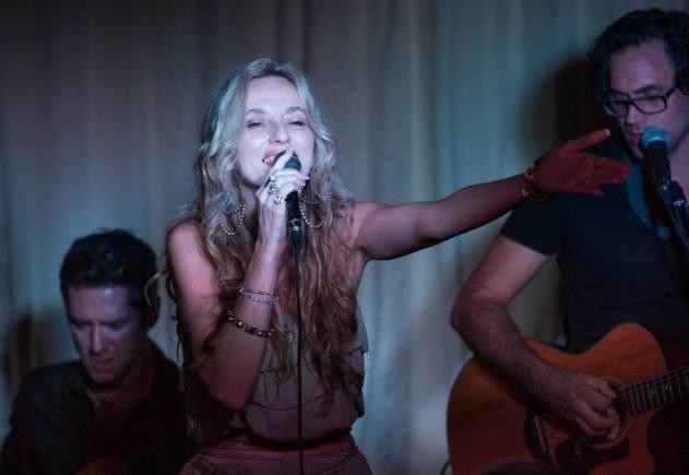 Linda Dubois et ses musiciens sur scène