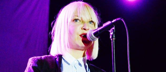 la magnifique chanteuse australienne Sia en concert