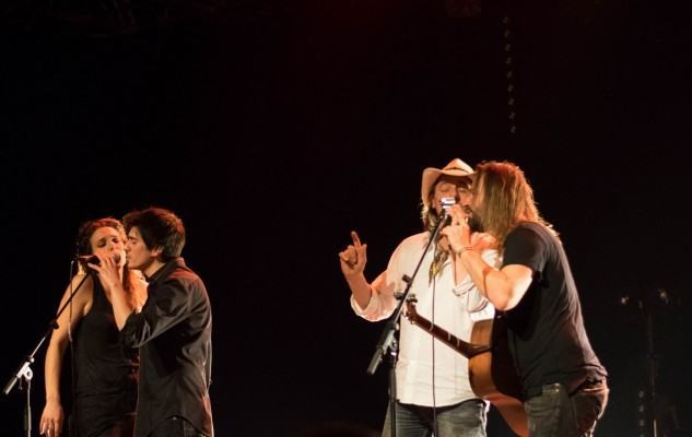 le duo Fergessen a invité le duo CTBAB à une improvisation à la fin de leur concert