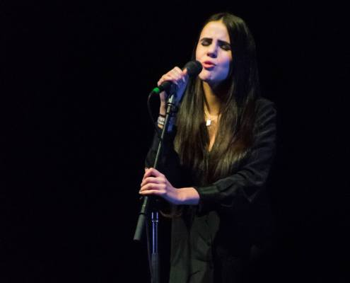 la jeune chanteuse Marina Kaye lors de son concert à Strasbourg