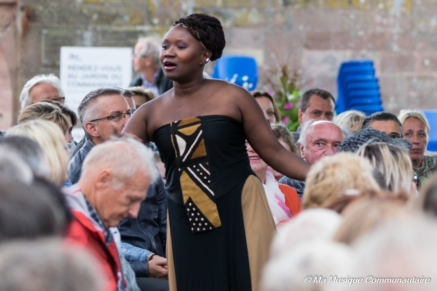 Julia Sarr rencontre son public au festival Au Grés du Jazz