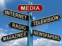 panneau directionnel vers les différents médias