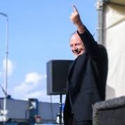 Hommage lors de la mort du chanteur français Michel Delpech