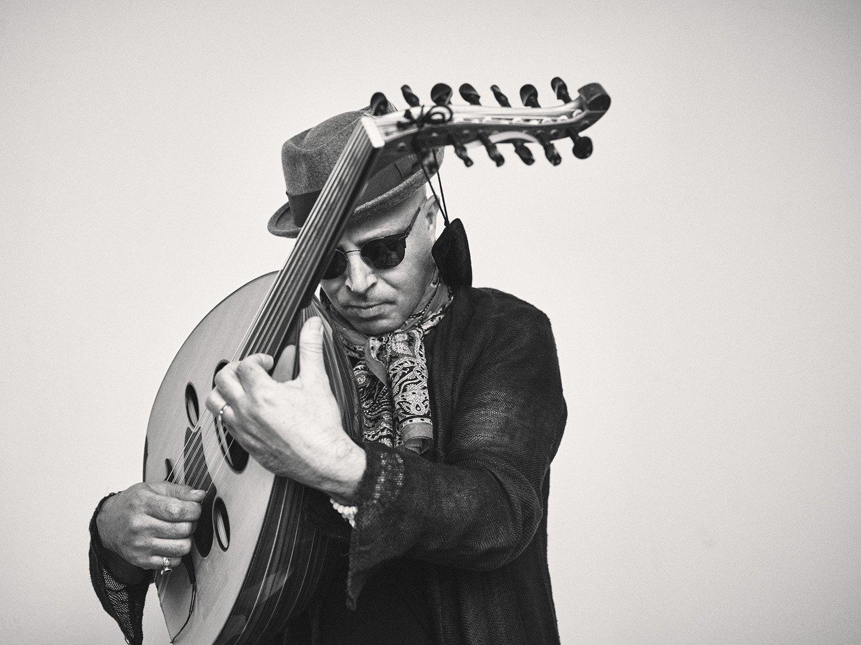 L'artiste de Jazz tunisien Dhafer Youssef et son instrument