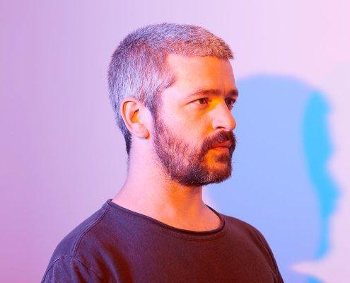 portrait de l'artiste musical français Grégoire de profil