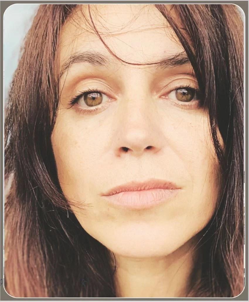 portrait serré de l'artiste Eva Marchal