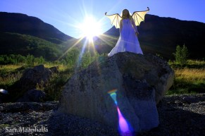 Enkeli ja kivi Sari Maanhalla