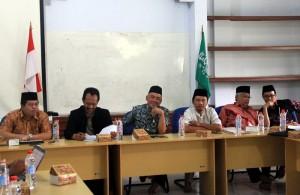 Ketua LP Ma'arif NU Jateng H. Agus Sofwan Hadi saat memimpin rapat koordinasi dengan panitia lokal Kebumen.