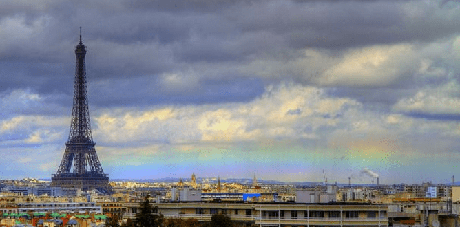 http://www.dailymail.co.uk/news/article-2298481/Ooh-la-la-Rare-horizontal-rainbow-spotted-Paris-skyline-near-Eiffel-Tower.html