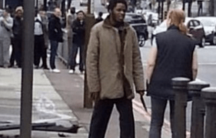 http://www.dailymail.co.uk/news/article-2329236/Woolwich-attack--Moment-heroic-woman-tries-remonstrate-knife-wielding-soldier-killer-police-arrived-scene.html