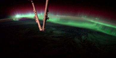 http://www.dailymail.co.uk/sciencetech/article-2729452/Unbelievable-Astronaut-captures-incredible-images-aurora-Earth-International-Space-Station.html