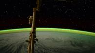 Breathtaking Views of Earth From Above. 息をのむような眺め。 地球の上空から。  星は見えるし、地球を守るようにグリーンのシールドが輝いている。 &nbs […]