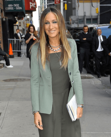 http://abcnews.go.com/Entertainment/photos/fabulous-50-16695746/image-sarah-jessica-parker-stays-stylish-nyc-30305401