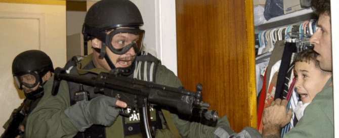 http://abcnews.go.com/International/elian-gonzalez-recalls-moment-captured-iconic-photo-federal/story?id=31133827
