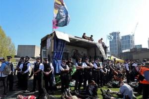 מרד ההכחשה: מאות פעילים למען הסביבה נעצרו בלונדון