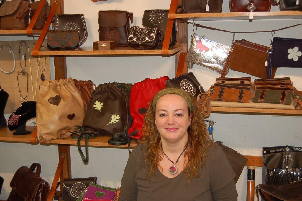 mabelcuero, cuero, piel, artesania, avila, bolsos, mochilas, riñoneras, maletas