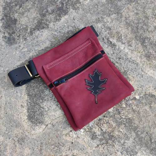 riñonera o bolso de cadera, burdeos, artesania, piel y cuero
