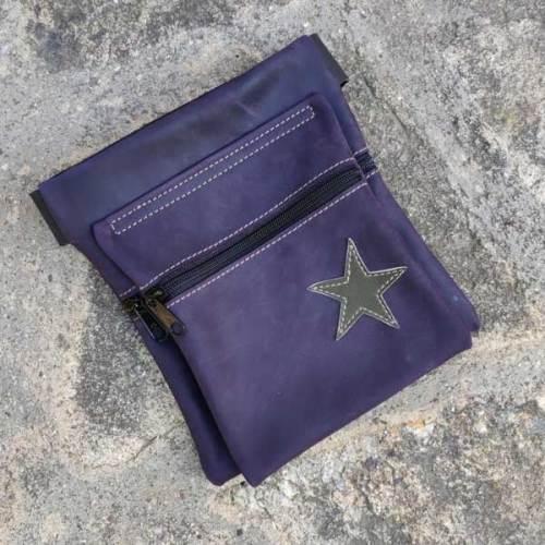 riñonera o bolso de cadera, morado, artesania, piel y cuero