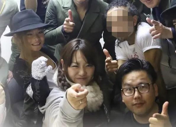 東京スカパラダイスオーケストラと写るENHYPENニキの家族