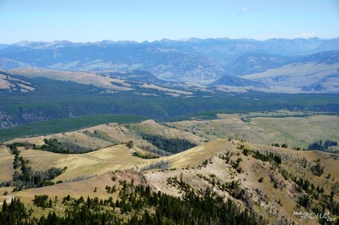 Le panorama s'étend jusqu'au Montana.