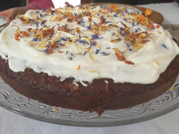 Carrot cake aux fleurs comestibles
