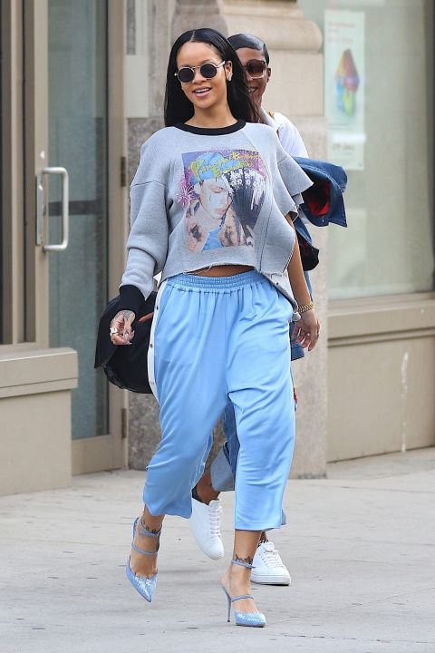 The pants we all loved to wear in the '90s—and the pants every prankster loved to rip open when you least expected it—Rihanna'ssnap-up trackpants are giving us all the nostalgia.