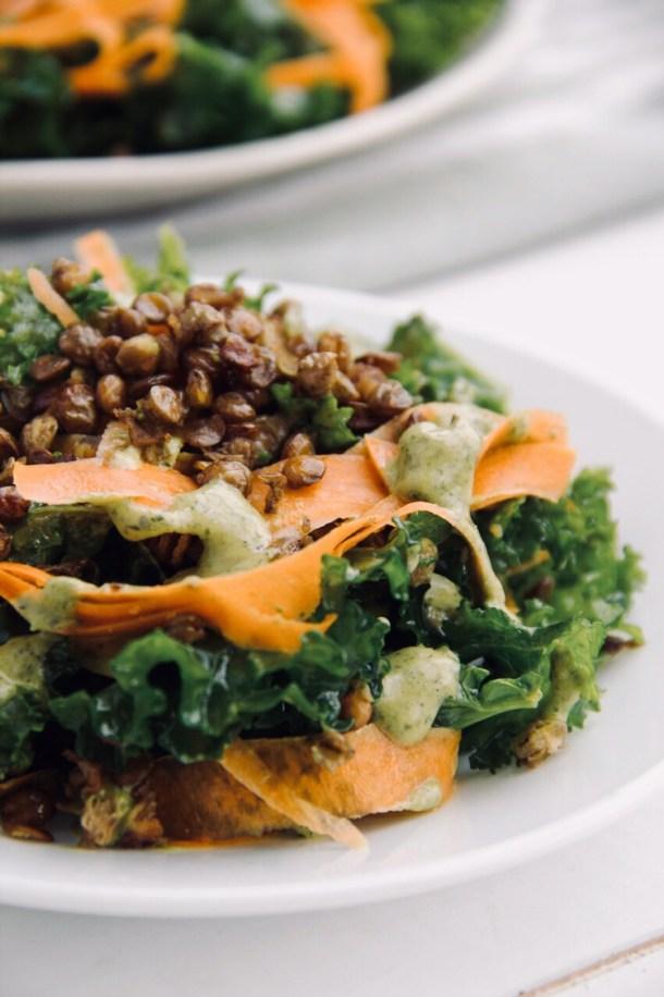 Ensalada de kale y lentejas tostadas