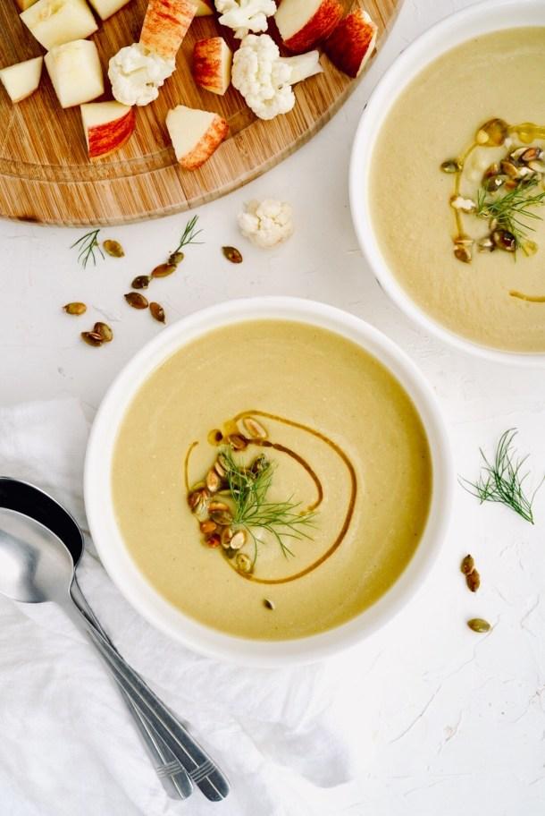Sopa de coliflor, manzana y curry
