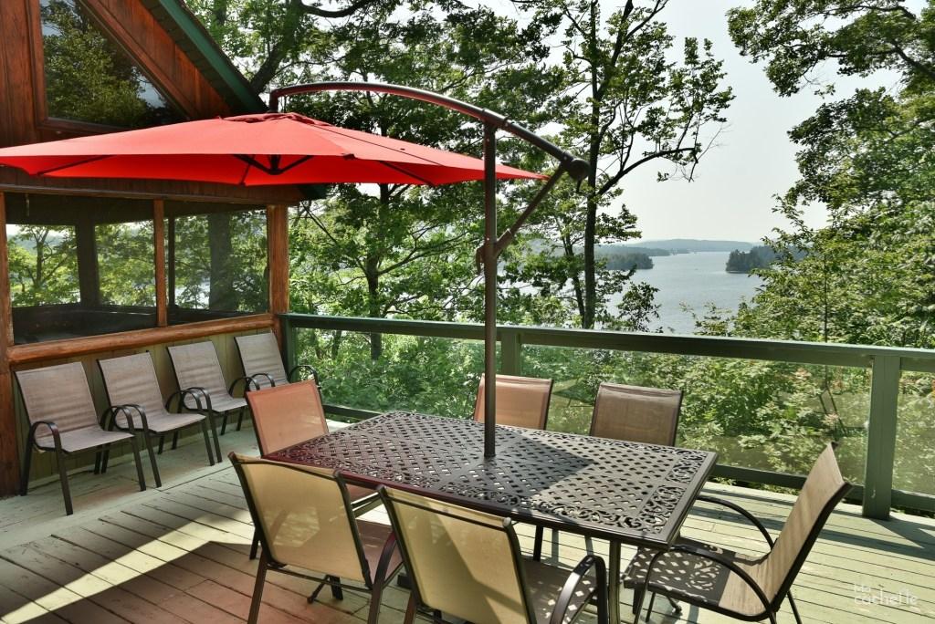 Terrasse avec vue sur le Lac Simon