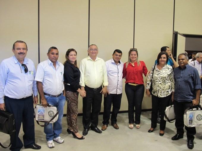 Prefeito Kerginaldo Pinto, vereador Dantas, presidente da Câmara Municipal, Oscar Paulino e assessores do governo