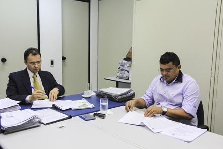 Prefeito Kerginaldo Pinto durante audiência de negociação no TRT-RN