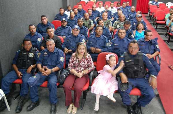 Guardas municipais e familiares