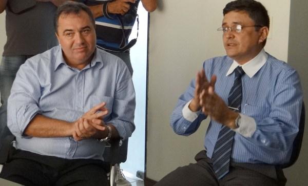 O comandante do Ciosp, major Carlos Macêdo (a direita) destaca importância da melhoria da radiocomunicação