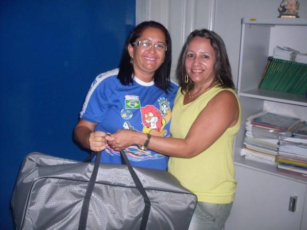 4.A diretora Ana Luiza, da Escola Municipal Manoel Francisco da Cunha, com Sirley Rochelle, coordenadora do Núcleo de Atendimento Multidisciplinar – NAM.