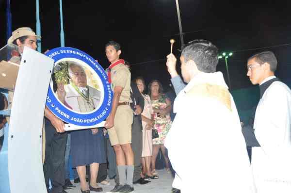 Padre Lenilson Chagas durante a bênção solene