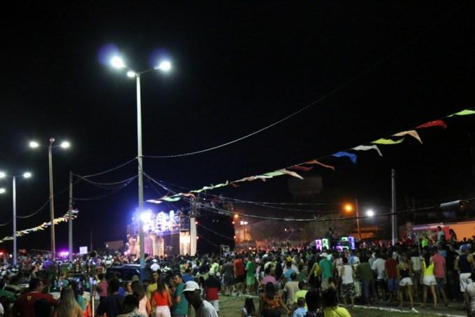 Um multidão acompanhou o carnaval da Cohab