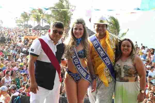 Prefeito Kerginaldo com a rainha Samira, Rei Alyson e a vereadora Geruza Fonseca