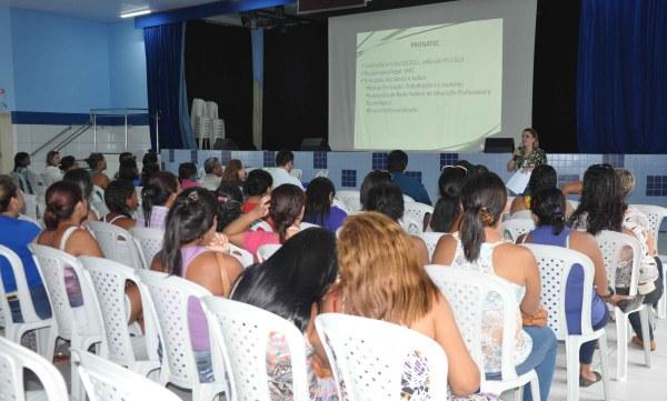 Sra. Leila Rocha ministrou a aula inaugural do Pronatec 2014 em Macau