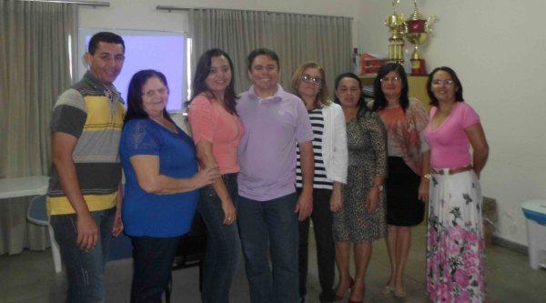 Ivanize Ribeiro da SME/Macau com representantes de Pendências, Alto do Rodrigues e Porto do Mangue.
