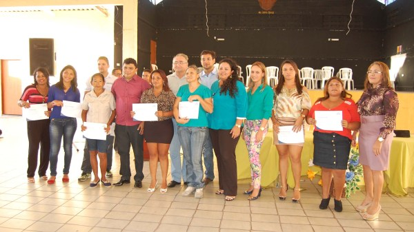 Prefeito Kerginaldo, Vereador Oscar e secretários municipais dividem a alegria com concluintes da 1ª turma do Pronatec em 2013