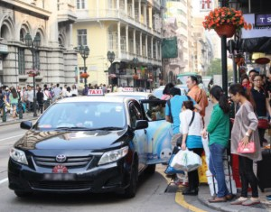 A busy downtown taxi stand