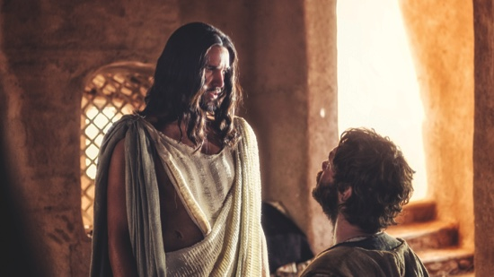 """Juan Pablo Di Pace portrays Jesus, left, and Johannes Haukur Johannesson portrays Thomas in a scene from """"A.D. The Bible Continues"""""""