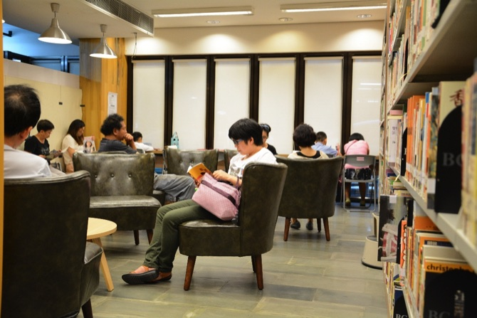 1-library-macau-readers-c0107102016