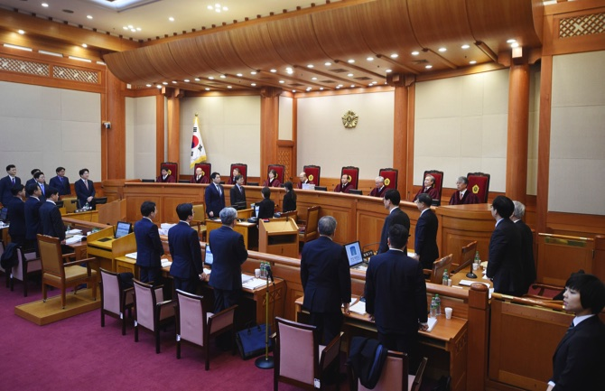 Impeachment trial against S. Korean President Park underway despite setbacks