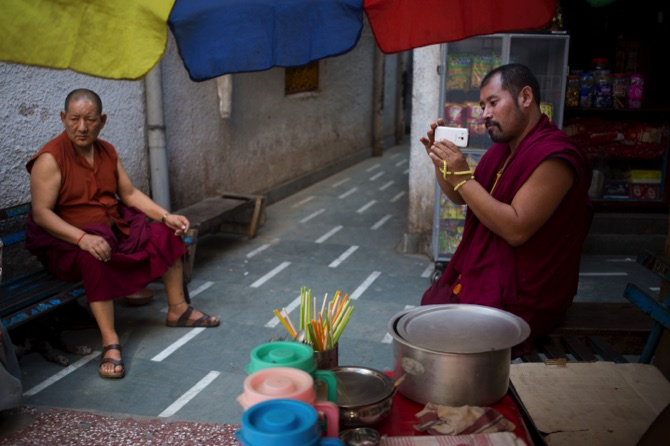 Tibetan monk sets himself on fire in western China