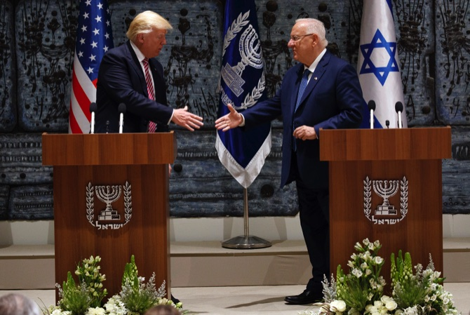 President Trump pushes for Mideast peace, but avoids thorny details