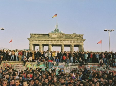 MACAU DAILY TIMES 澳門每日時報 » This Day in History | 1989 – Brandenburg Gate re- opens